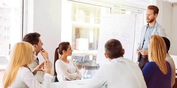 PowerPoint für Anwender. Foto: Fotolia.com /georgerudy