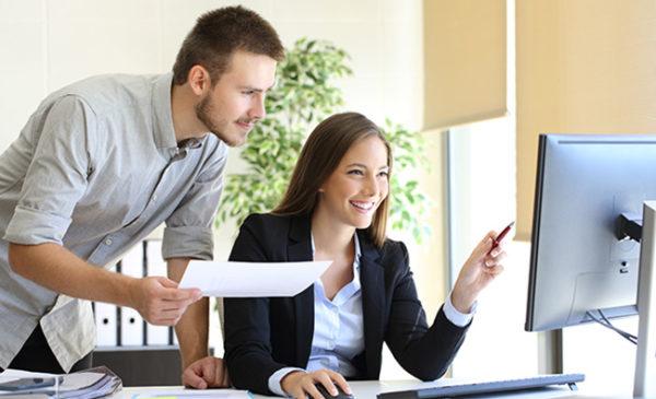 Kaufmännisches Rechnen mit Excel. Foto: Antonioguillem / Adobe Stock